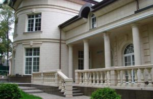 Изысканность дает возможность отлично вписывать архитектурные проекта