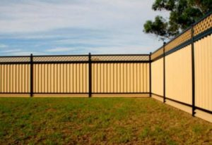Нарядный забор с профнастилом