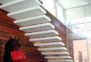 Бетонные ступени на консольной лестнице