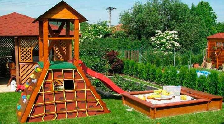 Детский спорткомплекс на территории дачи