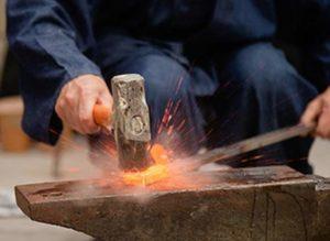для нагревания металла требуется наличие горна
