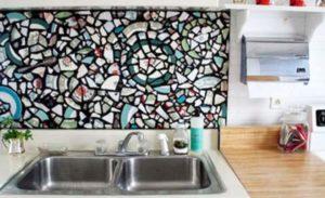 Рабочая стена из мозаики