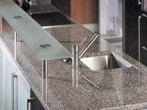 Гранит представляет собой очень плотный мелкозернистый природный материал