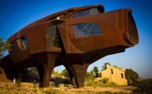 Железный необычный дом