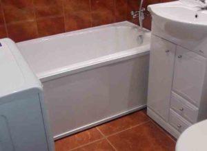 Конструкции для того, чтобы закрыть пространство под ванной своими руками