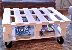 На фото деревянный стол для дачи