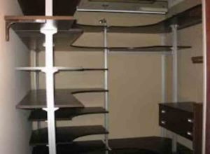 Если гардеробная находится возле спален, то вентилятор не должен сильно шуметь.