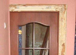 Если требуется лишь слегка выполнить коррекцию дверного пространства
