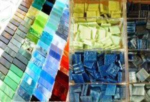 Давайте рассмотрим технологические и маркетинговые моменты для производства плитки, сделанной из битого стекла.