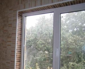 Измерьте расстояние от стены до окна
