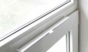 Вентиляция работает лишь с открытым окном, что крайне сложно сделать в зимний период времени или при ветреной погоде.