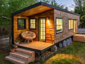 Небольшой дом для дачи можно представить в любом архитектурном виде