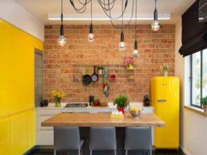 как вписать кухонные гарнитуры разных ярких оттенков