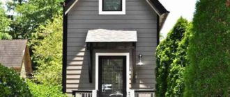 В узком доме с высокими потолками можно установить несколько уровней расположения и хранения