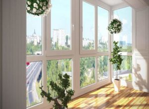 Трехстворчатые – устанавливают на высокие и больше окна