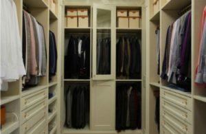 шкафы, полки и вешалки должны быть размещены максимально удобно