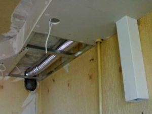Как скрыть воздуховод от вытяжки на кухне/в ванной? Обзор +Видео