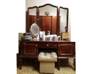 Все предметы мебели в стиле девяностых может быть вынесена из дома без жалости