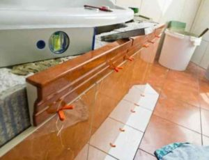 Продумайте напольное покрытие и его тип заранее – пол под плиточное покрытие должен быть на 4 см ниже, чем общий уровень.