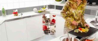 кухня открытой планировки, которая состоит из отдельно расположенного стола для готовки