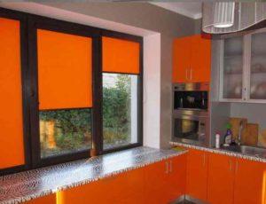 Для усиления аппетита стоит выбирать занавески в оранжевом цвете
