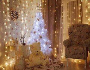 Необычным новогодним украшением будут даже веточки сосны или елки