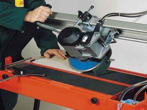 пилы около 17 см для обрезки по длине пиломатериала