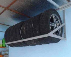 Как обустроить гараж внутри своими руками – делаем навесные полки