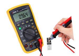 Самым надежным прибором для измерений в электрической цепи будет мультиметр