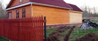 Рубленые бани и соседние строения с элементами из древесины не может быть ближе, нежели 12 метров.
