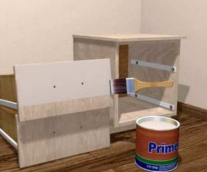 Выравнивать немного шероховатости древесно-стружечной плиты перед украшением.