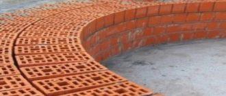 Уменьшает уровень деформации конструкций дома