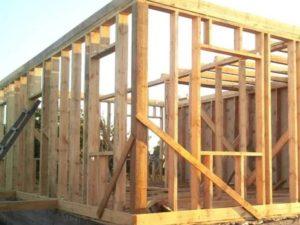 Главная особенность подобных конструкций заключается в прохождении вертикальных стоек
