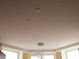 Матовый натяжной белый потолок + фото