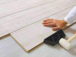 Выравнивание основания с использованием песчано-цементной смеси на слой приблизительно 5 см.