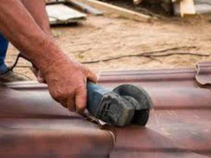 Расплавливание цинкового слоя вследствие применения абразивного инструмента при больших оборотах.