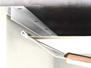 Стеновой – закрепляют на стены, и по типу устройства будут напоминать монтаж основания для подвесного гипсокартонного потолка.