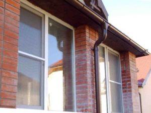 Клинышки, которые вставляют для правильной установки окон.