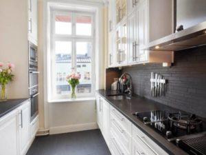 В самом начале требуется произвести замеры кухонных предметов мебели, раковин и плиту для варки.