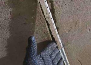 При застывании средства для грунтования на поверхности появляется пленка, которая не дает проявляться на поверхности различным пятнам.