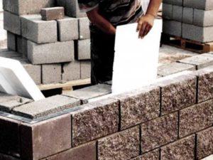 Большие строительные блоки ощутимо потеснили простой штучный кирпич