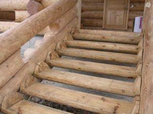 Угол лестничного наклона – не больше 45 градусов.