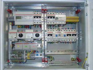 Проводник заземляющего типа должен быть с одинаковым сечением для питающего провода