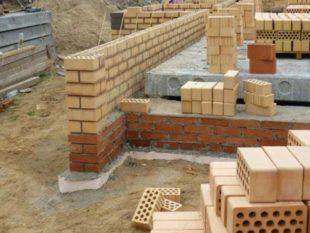 Какой бы ни получилась толщина стен, но для банного строения нужна ее внутренняя тепловая изоляция для парилки, а еще в идеале и для моечной