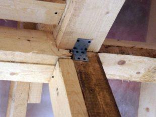 Покупая недостаточно сухие древесные материалы.