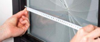 О том, как правильно выполнить замену стекла в межкомнатной двери, вы узнаете далее.