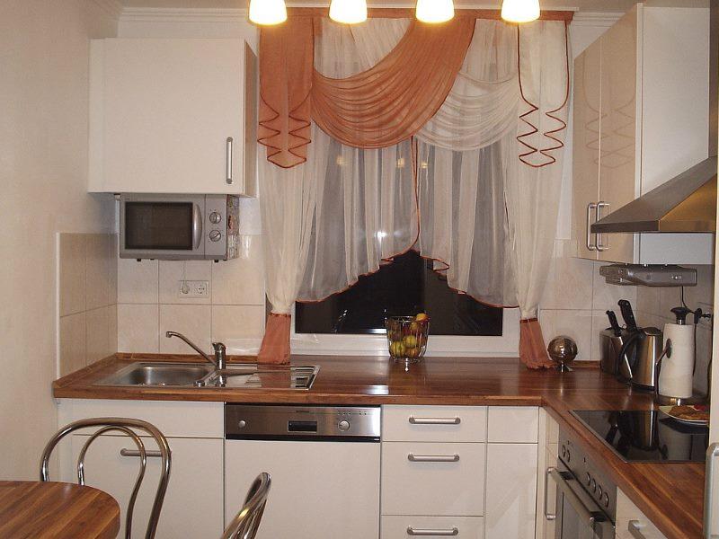 В полной мере прозрачные гардины для кухни.