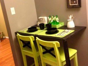 Маленькая кухня с барной стойкой вместо стола