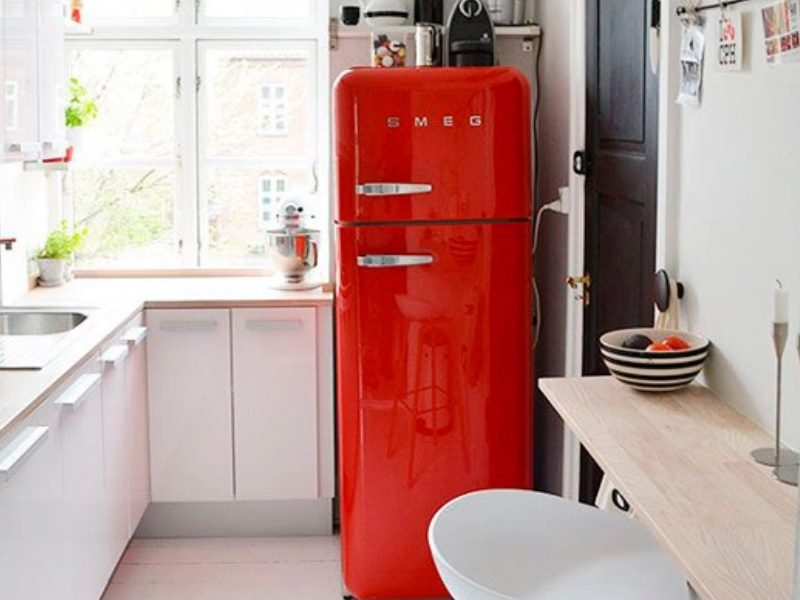 . В маленькой квартире-студии барная стойка может с успехом служить для отделения кухни от жилой площади.