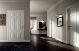 Дизайн со светлыми дверями и полами